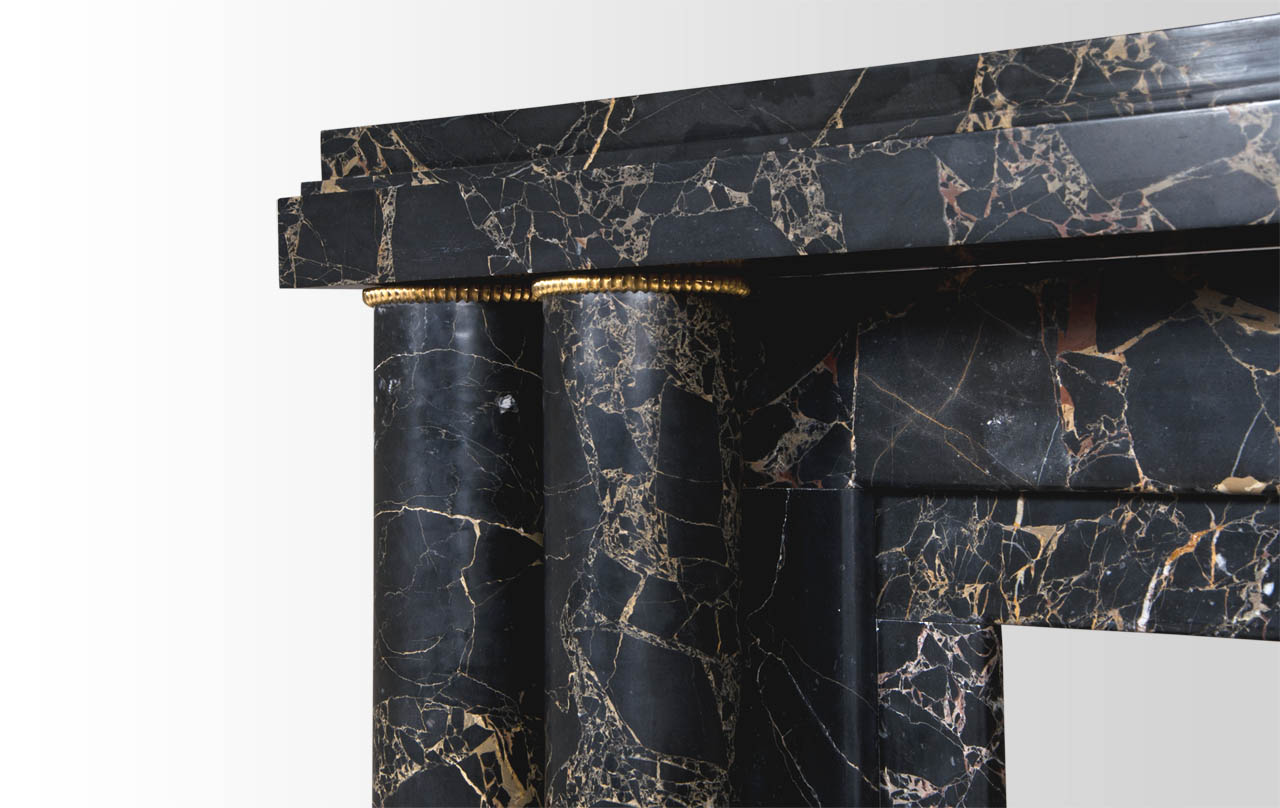 Paquebot à bagues cannelées, cheminée en marbre sur mesure, par ...