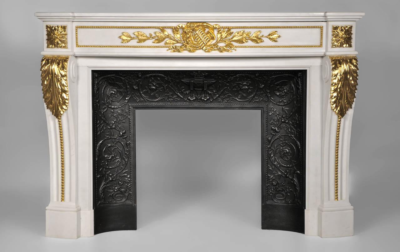 arcadie chemin e de style louis xvi en marbre de carrare blanc p et dor e la feuille d 39 or. Black Bedroom Furniture Sets. Home Design Ideas