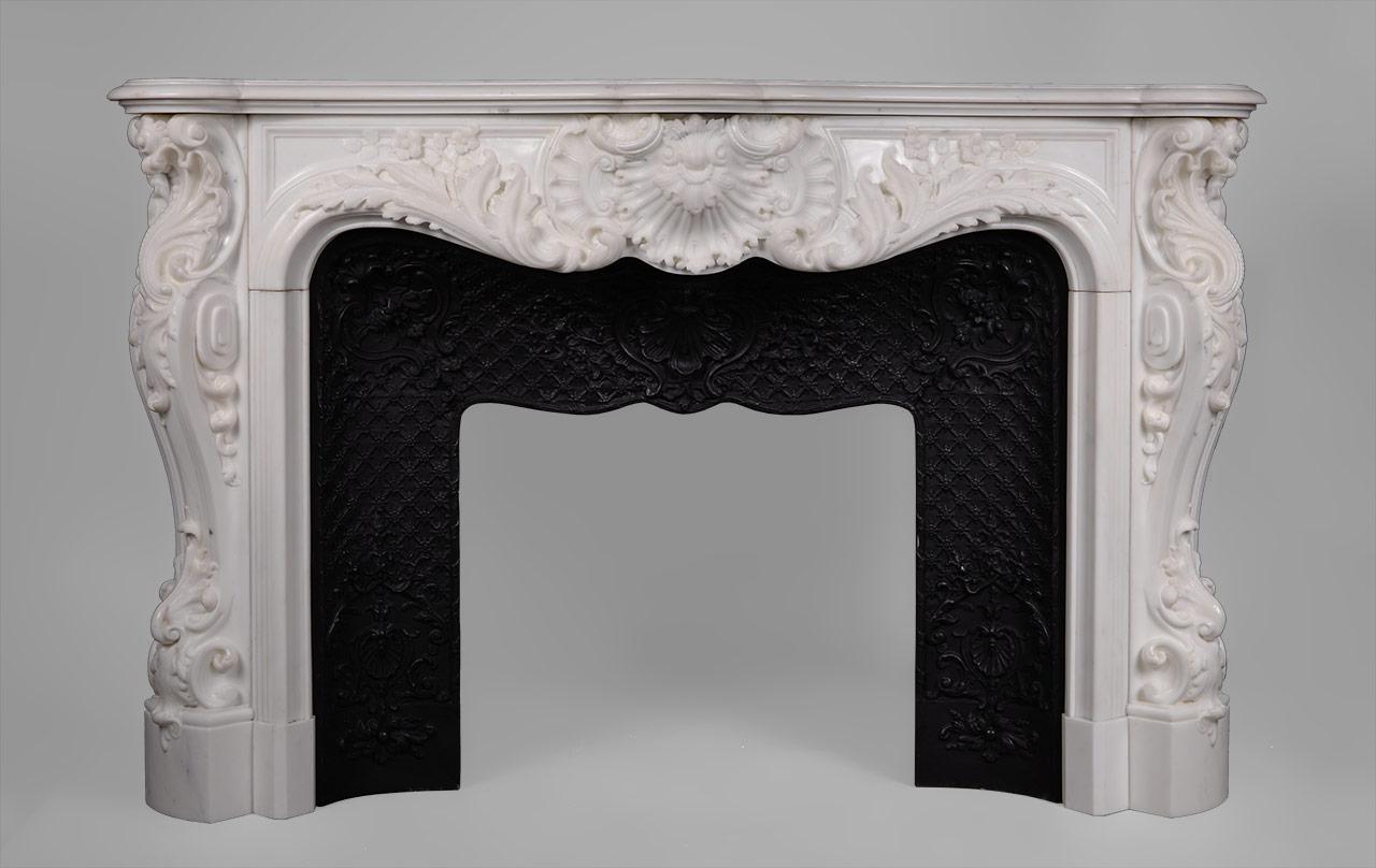 palais bourbon extraordinaire chemin e en marbre de carrare semi statuaire de style louis xv. Black Bedroom Furniture Sets. Home Design Ideas