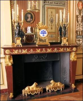 Marbre rouge griotte | Maison & Maison, spécialiste de la cheminée en marbre rouge griotte.